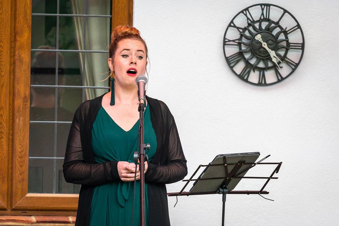 Lotte Betts-Dean, mezzo soprano