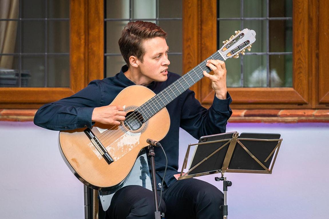Andrey Lebedev, guitar